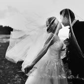 """❤️ CITATION DU JOUR ❤️ """"Un grand amour rend légers tous les maux qui nous semblent trop lourds à porter seul."""" George Sand"""